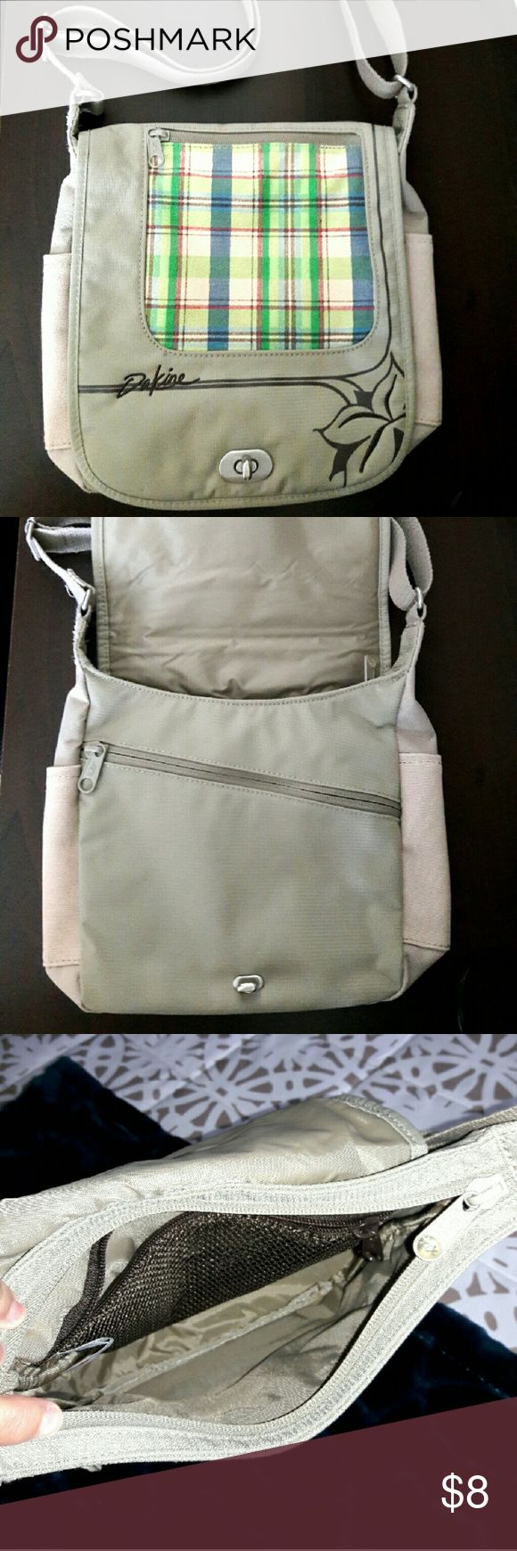 Dakine Vintage Crossbody Cross Body Bag Dakine Vintage Crossbody Cross Body Bag in excellent condition. Dakine Bags Crossbody Bags