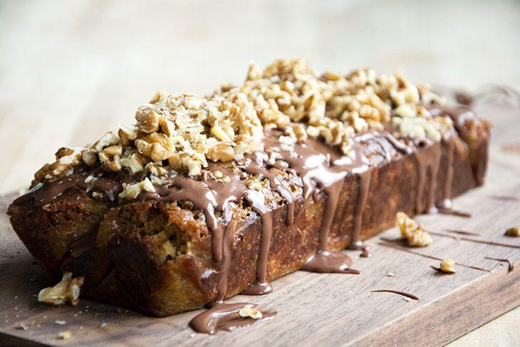 Denne opskrift på bananbrød er vildt lækker og så er det nemt at bage og bliver saftigt lækkert og med en god krumme - få den dejlige opskrift her