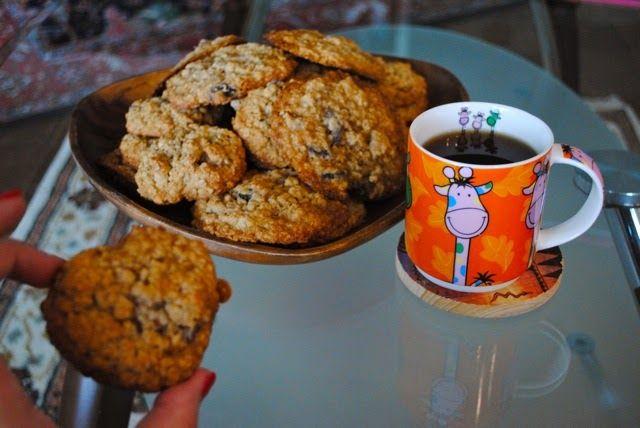 Помните, некоторое время назад я начала серию классического печенья из разных стран? Овсяное печенье с изюмом - это классическое американско...