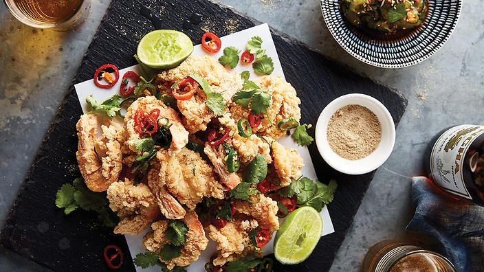 Sichuan salt and pepper king prawns with wok-toasted chilli and garlic | Chinese recipe | SBS Food