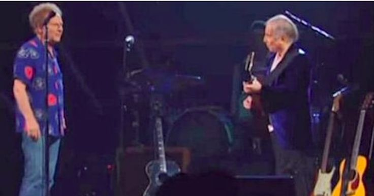 After Years Of Silence Between Them, Garfunkel Confronts Simon On Stage, And The Audience Erupts