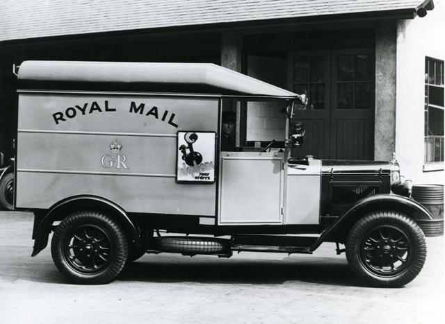 Morris Commercial Mail Van Side View