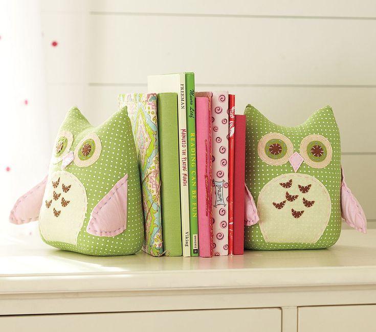 Cute DIY stuffed owl bookends.