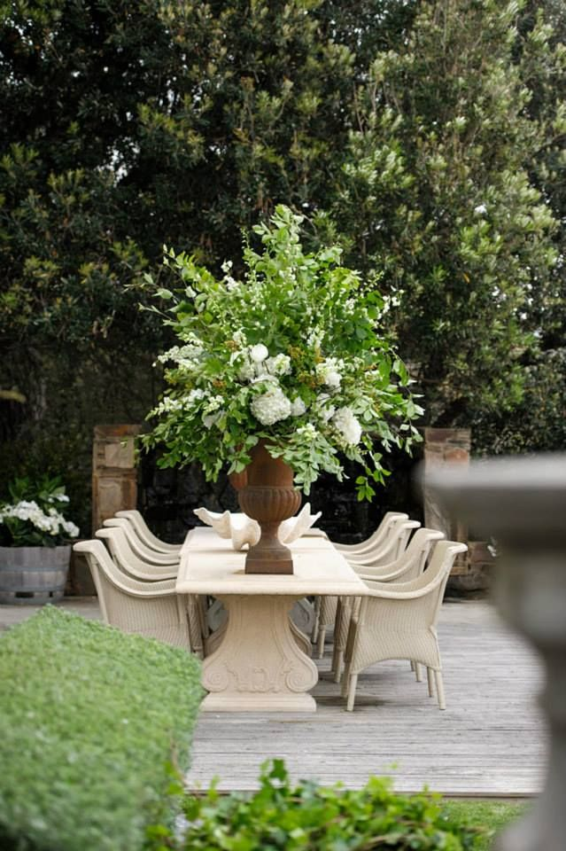 Show-stopping outdoor table arrangements.