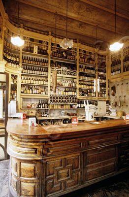 """Sevilla: Bar """"El Rinconcillo"""" (más antiguo de Sevilla) Las tapas son tan…"""