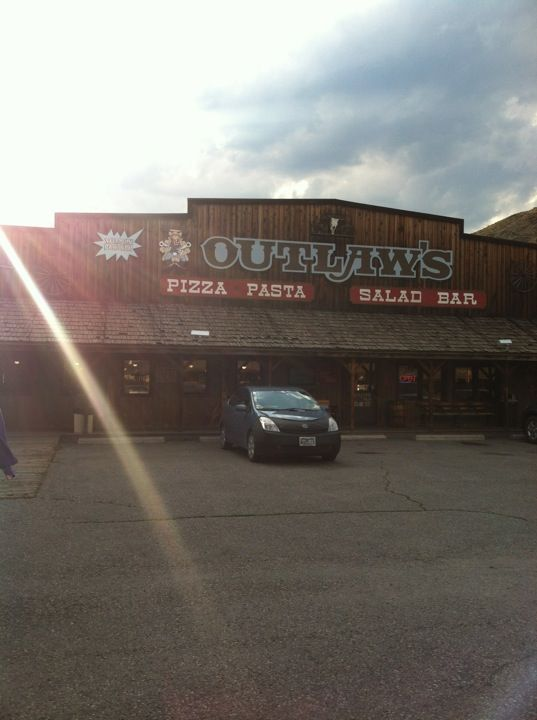 Outlaws Pizza