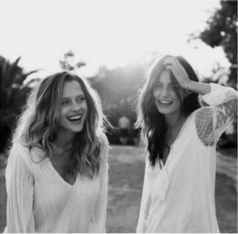 Teresa Palmer and Phoebe Tonkin