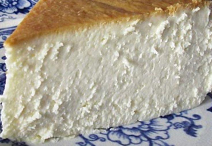 Buenos días! Hoy nuestra receta es dulce … puede parecer una tarta de queso más... pero no es así, espero que te animes a probarla en tu próxima reunión familiar... Comienzo! Pastel de queso estilo...