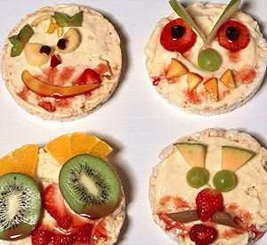 Bring rice cakes to life with pudding and fruit to make ghoulish faces for a Halloween treat.