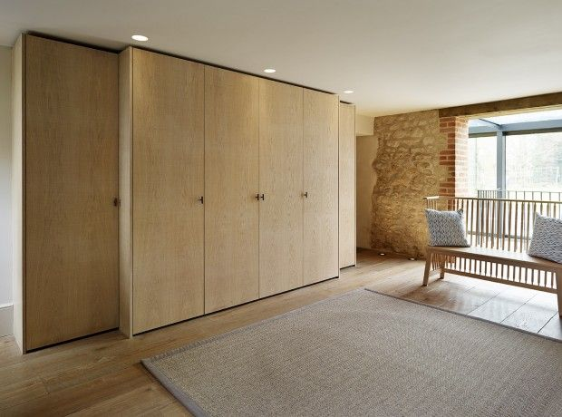 Bespoke - Entrance Hallway Furniture, This case study showcases a contemporary Teddy Edwards bespoke furniture installation designed for an entrance hallway.
