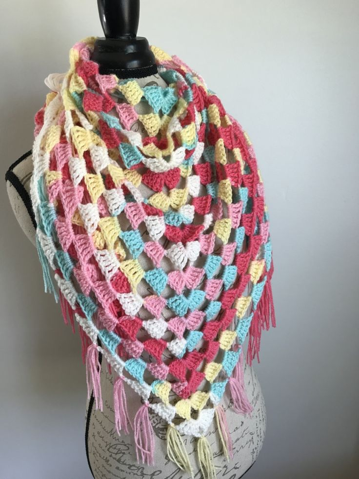 Triple Granny Triangle Shawl – free crochet pattern and chart in English and German at Stitch Me In.