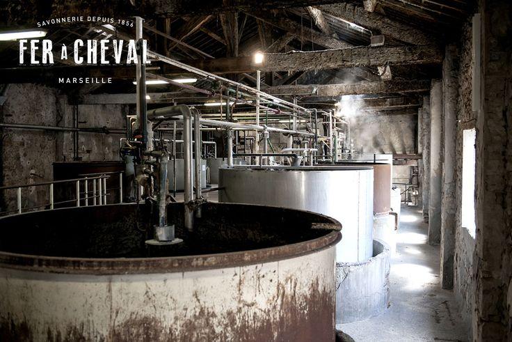 Chaudrons de l'usine Fer à Cheval dans lesquels se fabrique le savon de Marseille selon une recette ancestrale date de l'Edit de Colbert de 1688. Crédit photo : Christine Amat