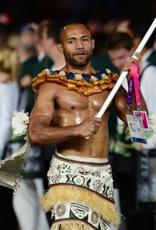 Josateki Naulu, portabandiera delle Fiji (Afp)