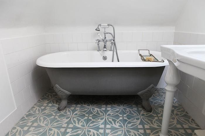 17 best images about updating the clawfoot tub on pinterest clawfoot tubs clawfoot bathtub - Painting clawfoot tub exterior paint ...