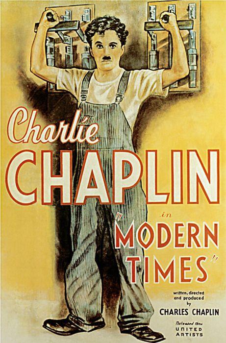 """Tempos Modernos - Charlie Chaplin (1936)Tempos Modernos foi o primeiro filme em que a voz de Chaplin é ouvida (no final do filme, a canção """"Smile"""", composta e cantada pelo próprio Chaplin num dueto com Paulette Goddard). No entanto, para a maioria dos espectadores, este ainda é considerado um filme mudo — e o fim de uma era."""
