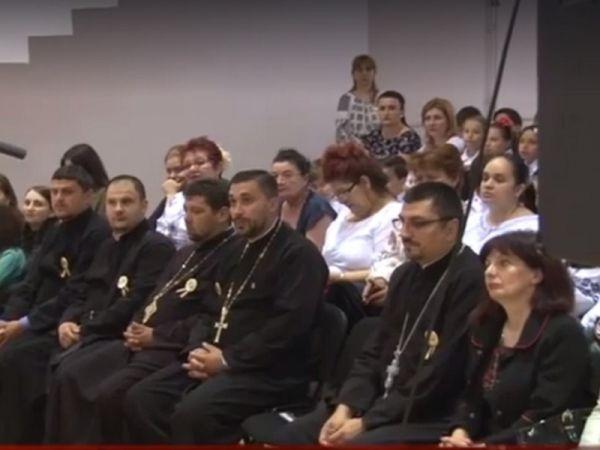 Școala Generală 7 din Drobeta Turnu Severin este implicată �ntr-un proiect de ajutorare a comunității rom�nești din Serbia de Răsărit. &Ic...