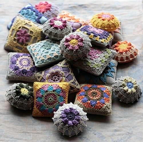 Crocheted lavender sachets... what a great way to play with colours...
