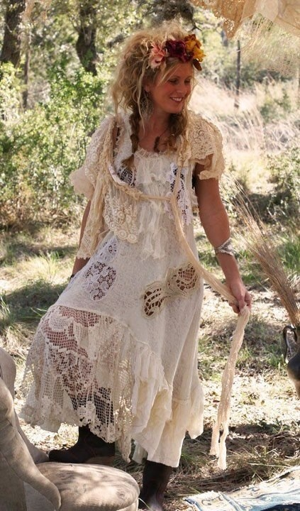 I so want to make some magnolia pearl style clothes. Where the heck does she get all that old lace from?
