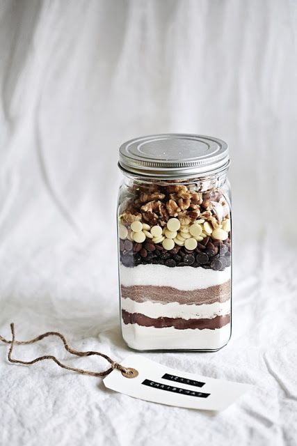 : Nice gift idea: all you need to make a good brownie in a jar....