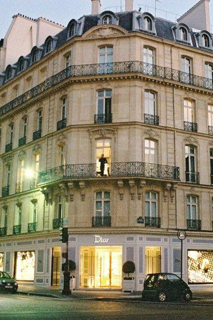 Dior Shop Robbed Following Chanel Heist