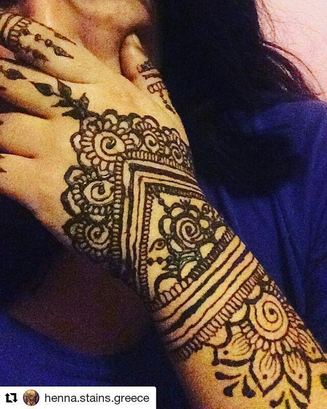#follow@hennafamily #hennafamily Repost @henna.stains.greece  #freshhenna and #selfies #henna #stain #hennastain #selftaught #henna  #hennalove #hennapaste #hennaartist #hennadesign #athens #greece #mehndi #mehandi #mehendi #traditionalhenna #indianhenna #tattoo