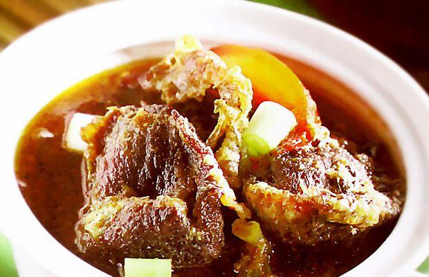 Resep masakan Lapis Daging Probolinggo yang gurih lezat dari daging sapi has yang empuk begitu membangkitkan selera makan kita. Ditambah nasi putih panas dan bawang goreng, hmmm, lezatnya!