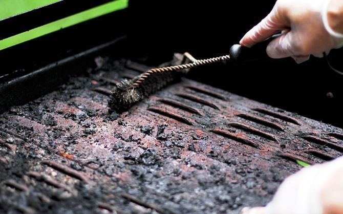 how to clean rust off barbecue grill