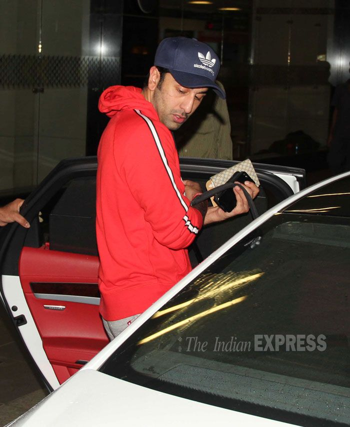 'Besharam' actor Ranbir Kapoor was spotted at the airport last evening. The actor, who is busy with the promotions of Besharam in New York with his parents and lead actress Pallavi Sharda, is also shooting for 'Bombay Velvet'. (Photo: Varinder Chawla)