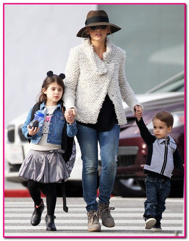 Sarah Michelle Gellar Out With Her Children In Santa Monica