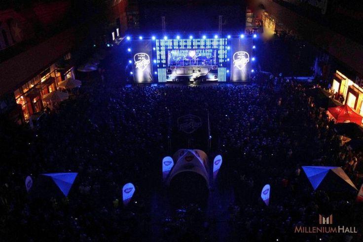 8 czerwca na Skwer Millenium Hall przyjechał najbardziej muzyczny autobus - Red Bull Tour Bus, na dachu którego wystąpił Dawid Podsiadło z zespołem. Po koncercie, imprezę pod gołym niebem rozkręcił Dj Gregg.