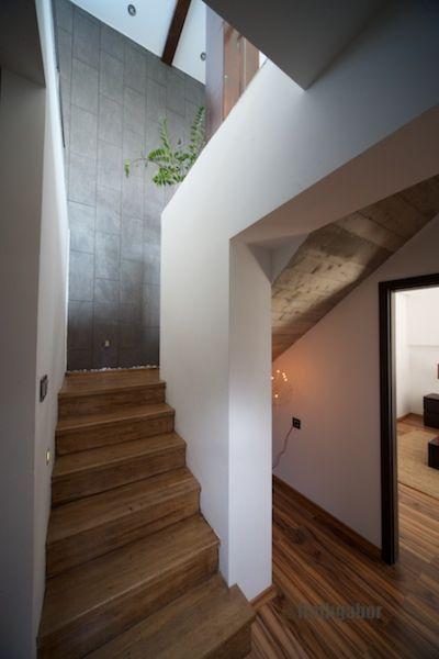 Modern, minimál stílus - Modern, minimal style stairs Minimál stílusú, egyszerre szép és praktikus családi ház kültéri medencével, stílusos kerttel, gyönyörű kilátással  Családi ház eladó Diósdliget 260 m² - HomeHunters - Ingatlanok