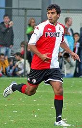Giovanni van Bronckhorst. Begon en eindigde zijn carriere bij Feyenoord, en zo hoort het ook. In zijn laatste seizoen nog wereldgoals tegen PSV en in de halve finale WK tegen Uruguay.