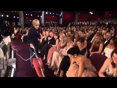Ellen DeGeneres Vacuums at The Oscars  why are you so funny why ?