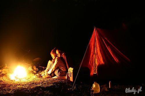 ognisko i namiot