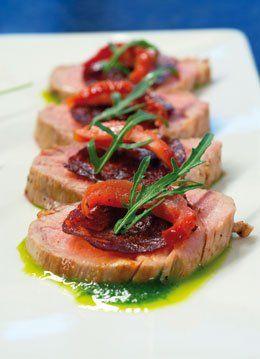 Licht gerookte varkenshaas met chorizo iberico belota,waterkersolie,gedroogde tomaten en boschampignons