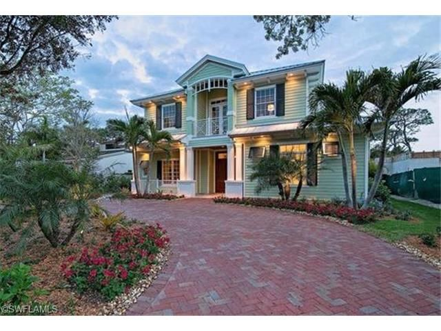 Old Florida style green house for sale on 3rd Avenue North | Five blocks from the beach, one block from Naples Community Hospital | Olde Naples, Florida