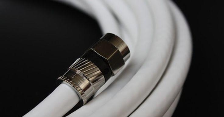 Como instalar um cabo coaxial separador de saída. Um problema que muitas pessoas enfrentam quando estão tentando expandir as opções de entretenimento de suas casas é que o cabo coaxial é desenvolvido para fornecer sinal para um único dispositivo. Isso pode ser especialmente frustrante quando você está tentando adicionar uma segunda televisão, ou dividir um cabo de sinal entre uma televisão e um ...