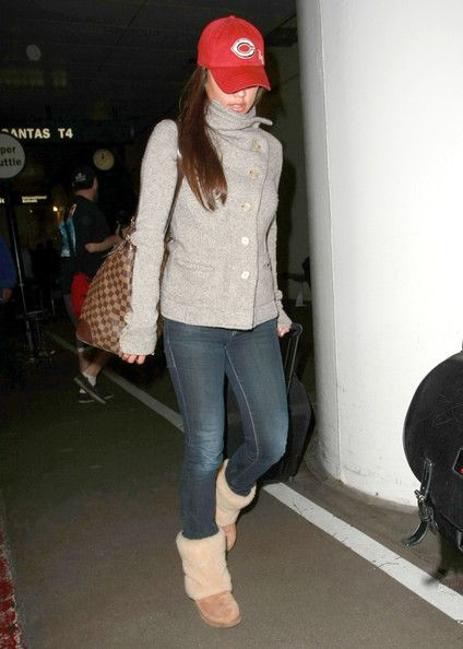 Vanessa Lachey - Nick Lachey And Vanessa Minnillo Arriving At LAX