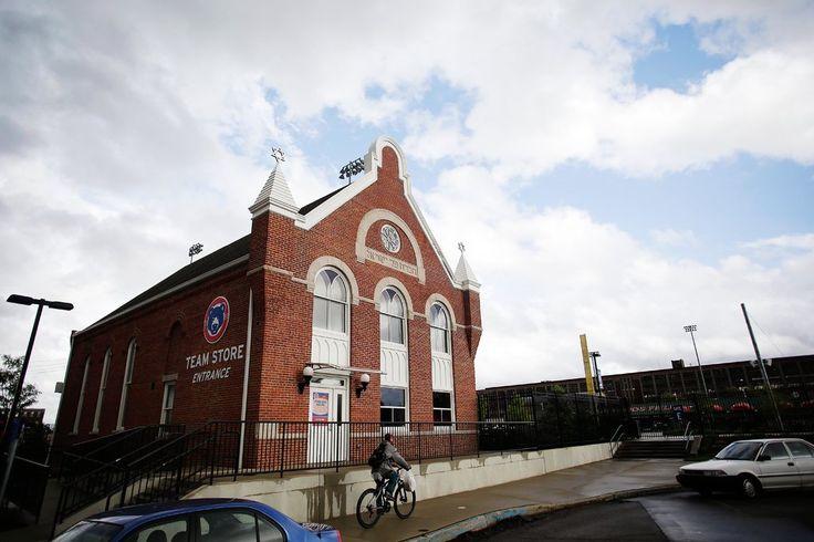 Synagogue Repurposed as Minor League Team's Souvenir Store - NYTimes.com