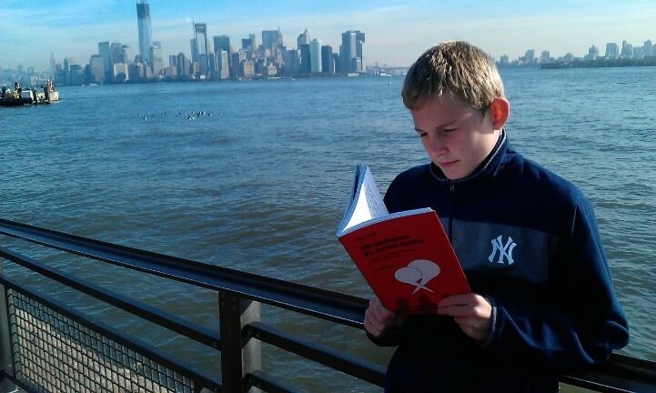 A youngster and New York Yankee fan begravet i oversøisk bog om sociale medier ;)