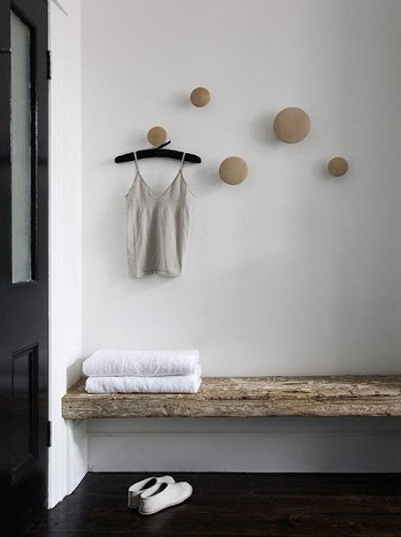 I'm totally digging the mod look of these wooden knob hangers...