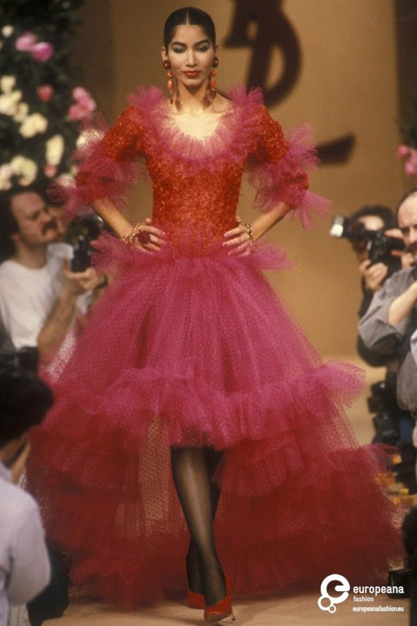 1489 best images about yves saint laurent on pinterest for Haute couture fashion house