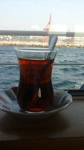 Biz üç kişiydik; hayalin,ben ve çay...