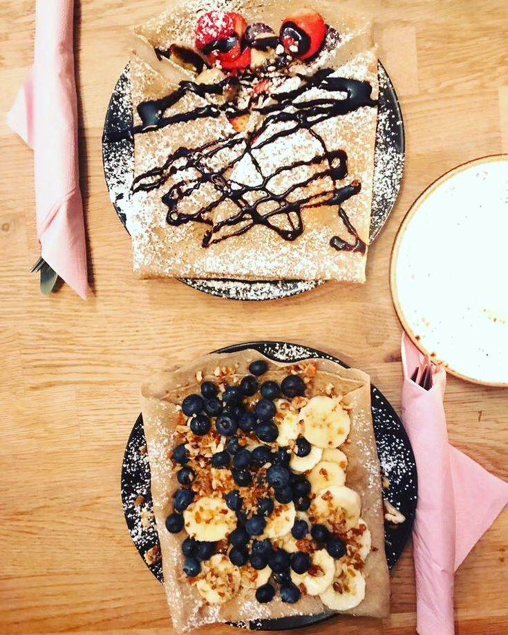 We have been away for a while some things has happened in our family but now we are back! And with those spectacular vegan crepes from @creperiedemari We wish you all a beautiful year full of love  #vegan #plantbased #crepes #vegancrepes #veganoslo #eatmoregreens #veganhealth