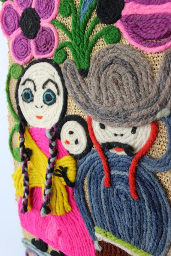 Vintage Wandbehang, Wandteppich, Home Decor, Wanddekoration, Vintageinterior, Handarbeit 70er Jahre  Hochwertiger Wandteppich aus den 70er Jahren. Wurde per Handarbeit in Mexiko gefertigt. Wunderschönes und seltenes Stück mit toller Farbkombination, welches jede Wand verschönert.  Der Teppich ist in einem sehr guten Vintagezustand.  Material: Wolle, Baumwolle  Maße: Länge: 125 cm | 49.21 inch Breite: 35 cm | 13.77 inch  Gewicht: 675 g  Der Versand erfolgt aus Deutschland! Kombiversand…