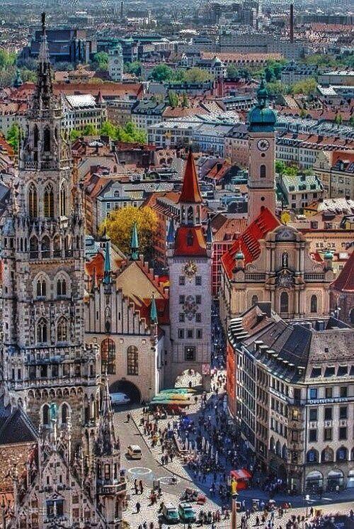 """Munich, Germany- es ciudad de cultura y antiguas tradiciones, considerada tras la Segunda Guerra como """"ciudad secreta de Alemania"""", importante centro económico y una de las ciudades industriales más grandes de Alemania, famosa por sus elegantes comercios, modernos clubes nocturnos, cervecerías y alegres festivales."""