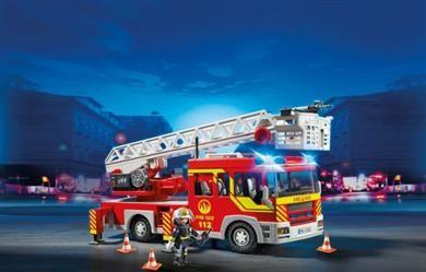 Playmobil Πυροσβεστικό Όχημα Με Τηλεσκοπική Σκάλα (5362). Στην καμπίνα του οχήματος μπορούν να καθίσουν μέχρι και 4...