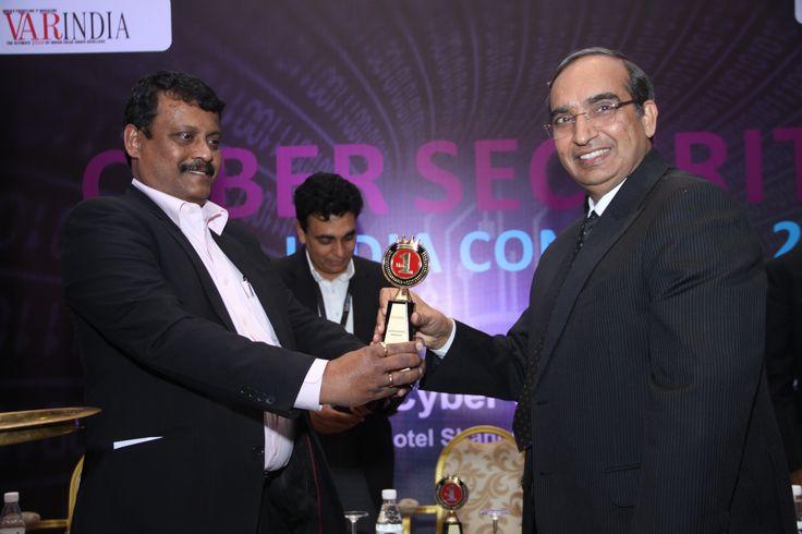 Deepak Kumar Sahu facilitating Mr/ Vipin Tyagi with a token of appreciation