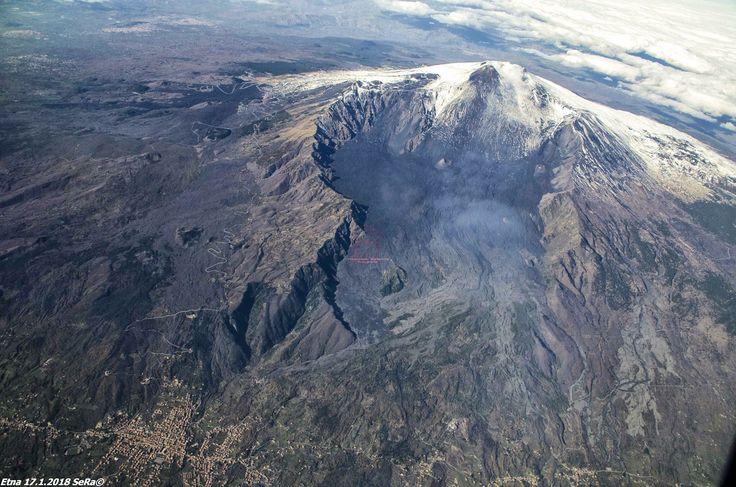 #Etna - 17.01.2018   La grande Valle del Bove in questa fantastica foto aerea. #sicily #volcanoes ©Photo Credit: Sebastiano Rapisarda