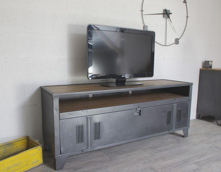 Meuble tv industriel avec ancien vestiaire et niche pour for Appareil de restauration